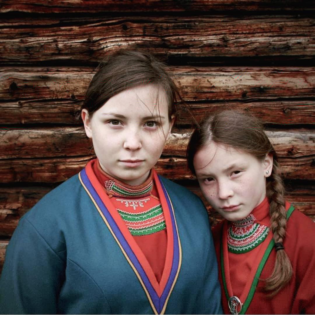 #nilsveuçankaz kitabını okurken karşılaştım ilk #laponya adındaki coğrafya ile... Neresidir bu Laponya, #lapon halkı kimlerdir diye araştırırken de bu filmi keşfettim. Sami kavmine mensup, dağlarda yaşayan ve geyik yetiştiren bir halk imiş. https://t.co/vWluvOVmnu