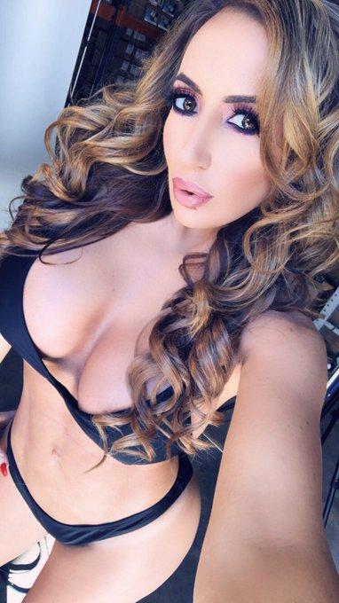 RT if you love curvy women https://t.co/cCMeHUKfFD