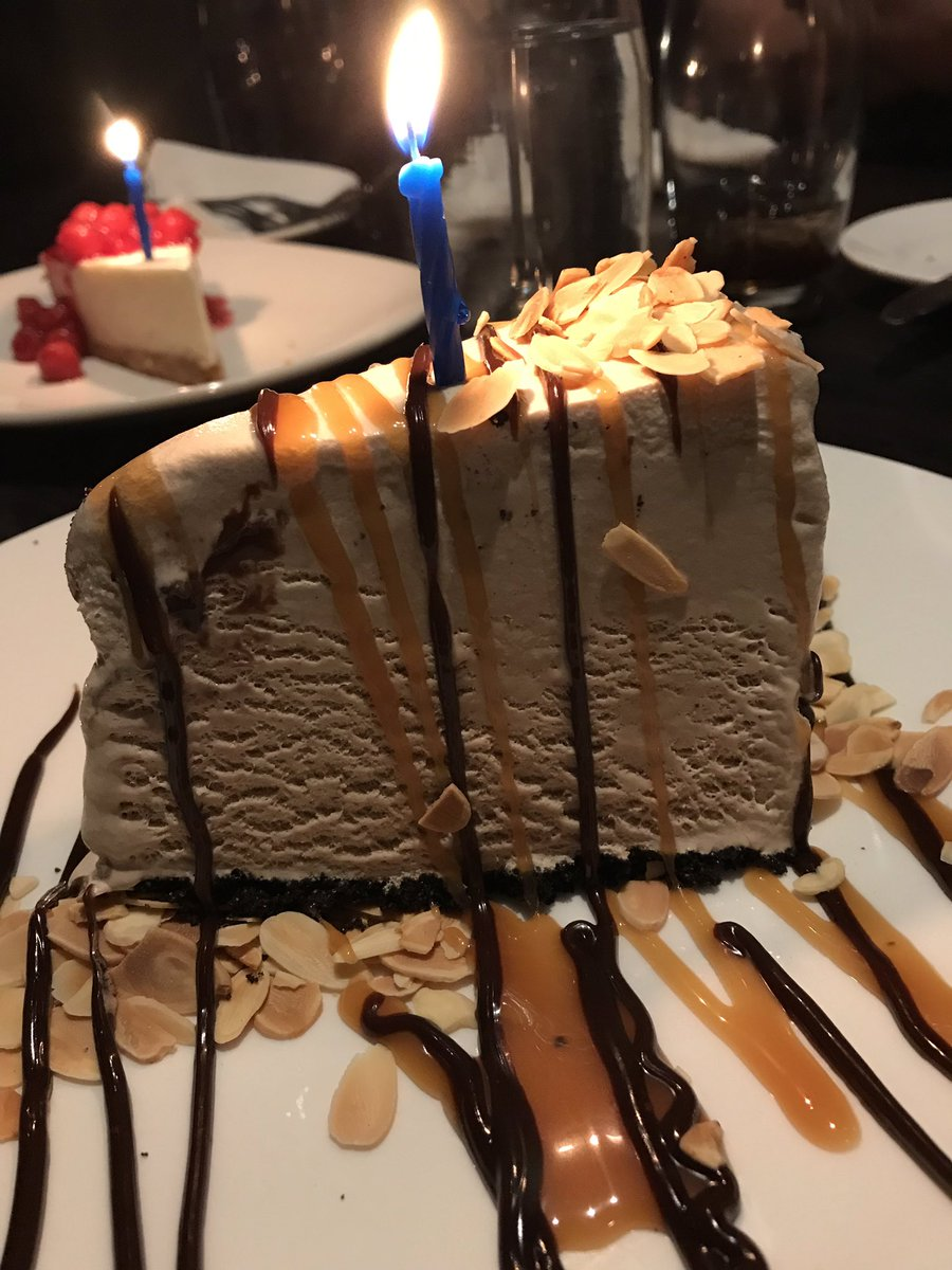 Message sur Twitter : RT @skootzy: Birthday dinner at @TheKeg as per…Lire davantage. Ouvrir le message complet en superposition.