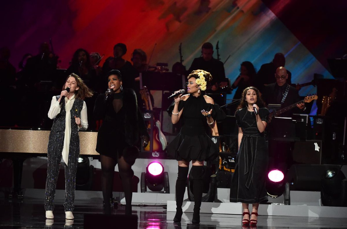 How do you end a tribute to the music legacy of GRAMMY winner #ArethaFranklin?  @brandicarlile,  @alessiacara, @AndraDayMusic, and Fantasia (@TasiasWord) take the stage to perform the Queen Of Soul&#39;s classic hit, &quot;Natural Woman.&quot; #GRAMMYsAretha <br>http://pic.twitter.com/O1f7szm0pD