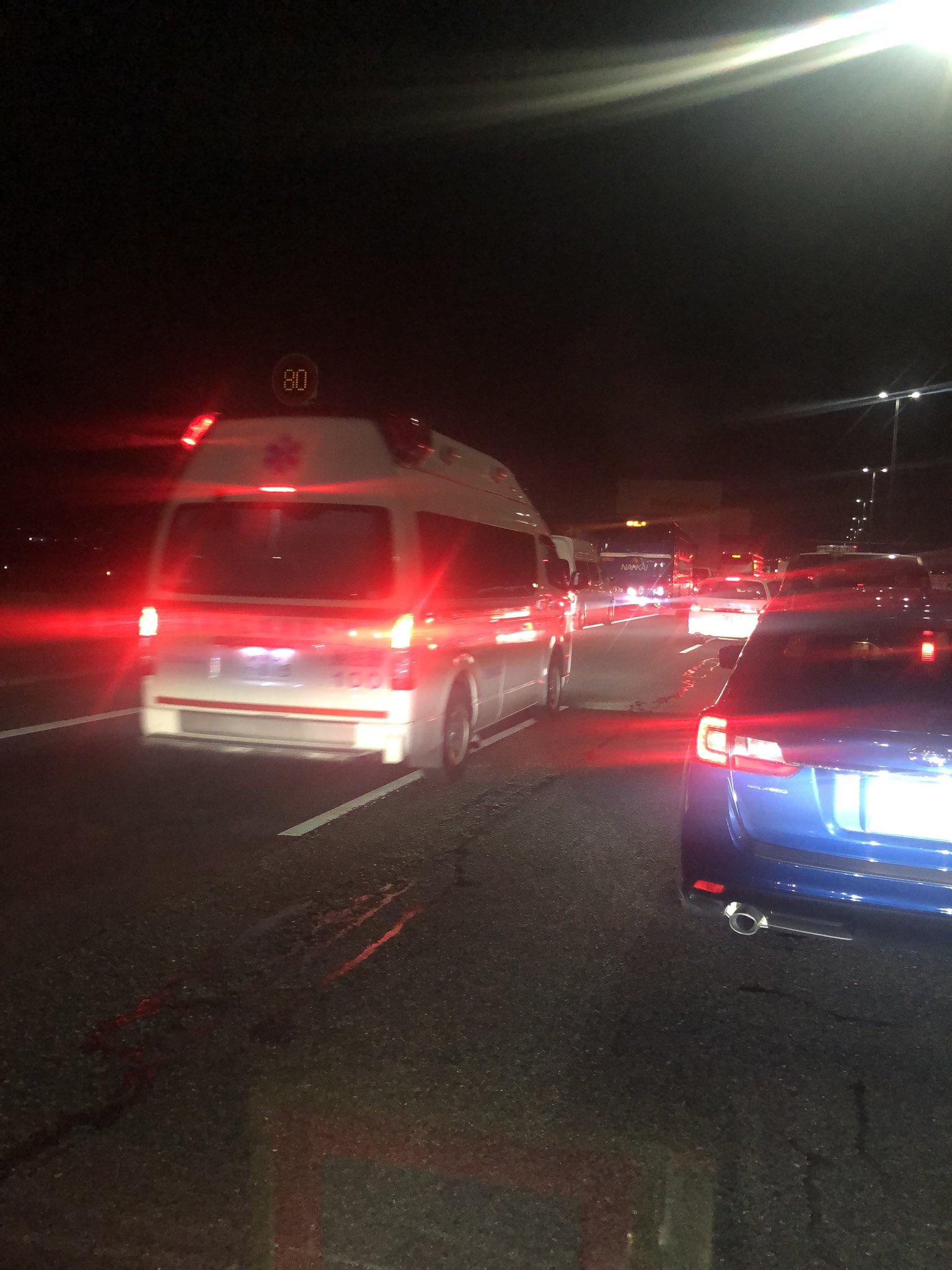 画像,阪神高速5号湾岸線、泉佐野北あたりで車両火災…動かん。 https://t.co/VfP9HSXXQi。
