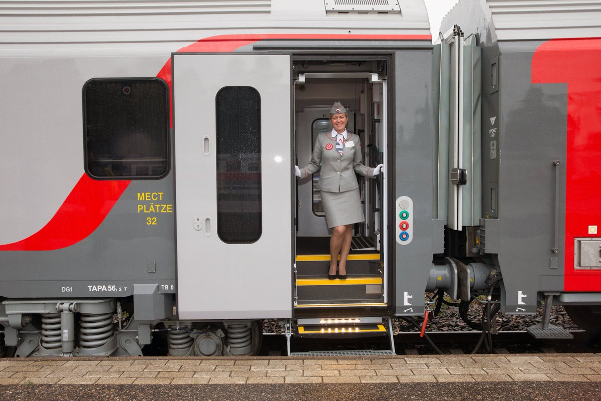 We've got great news! Travelers can get a discount of up to 44% (depending on the purchase date of the ticket) when riding the official Lev Tolstoy train between Moscow and Helsinki.  #rzd #russianrailways #trains #discount #finland