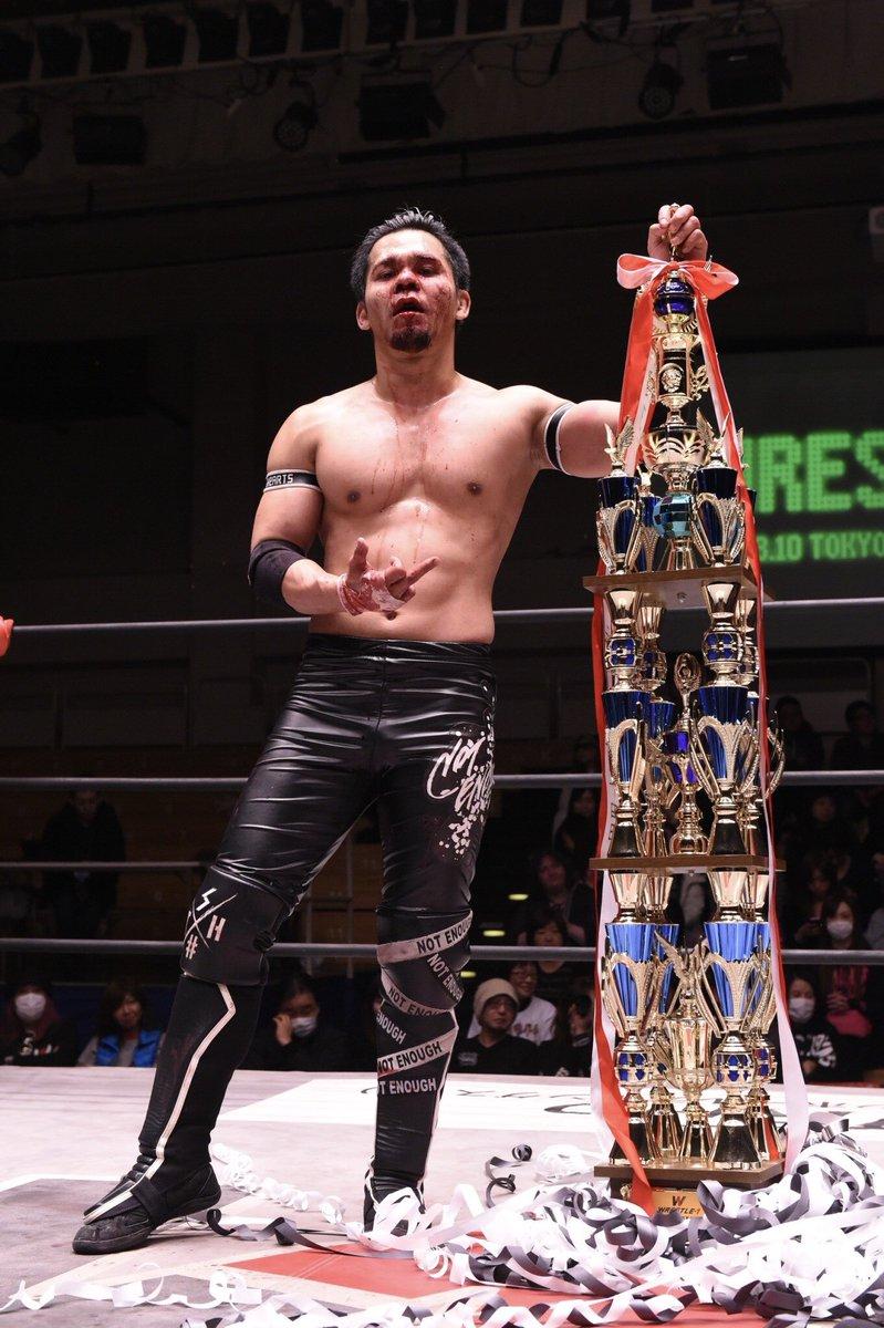W-1:Seiki Yoshioka vence a Hijo del Pantera y lesionado gana torneo 10