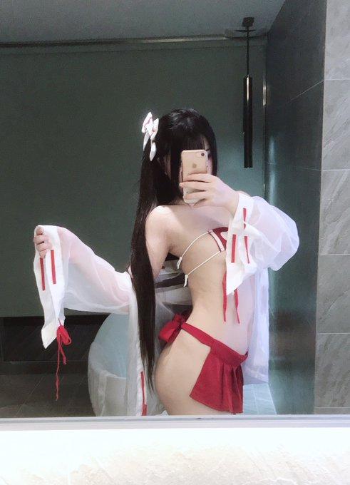 コスプレイヤー落落RakuのTwitter自撮りエロ画像14