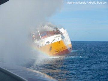 Vendée -Naufrage d'un navire italien au large de l'île d'Yeu D1Y0SncXcAAZm-i?format=jpg&name=360x360