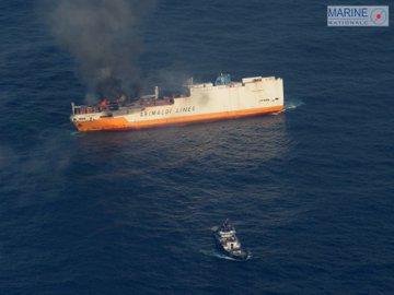 Vendée -Naufrage d'un navire italien au large de l'île d'Yeu D1Y0SndX0AE31Nl?format=jpg&name=360x360