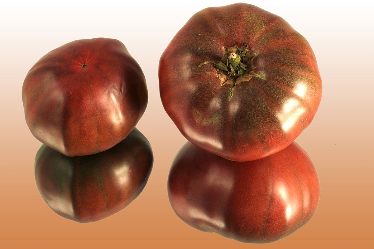 Inra on Twitter: #coup_d_oeil : #tomate noire charbonneuse #photo #Inra JWeber. #quiz tomate :