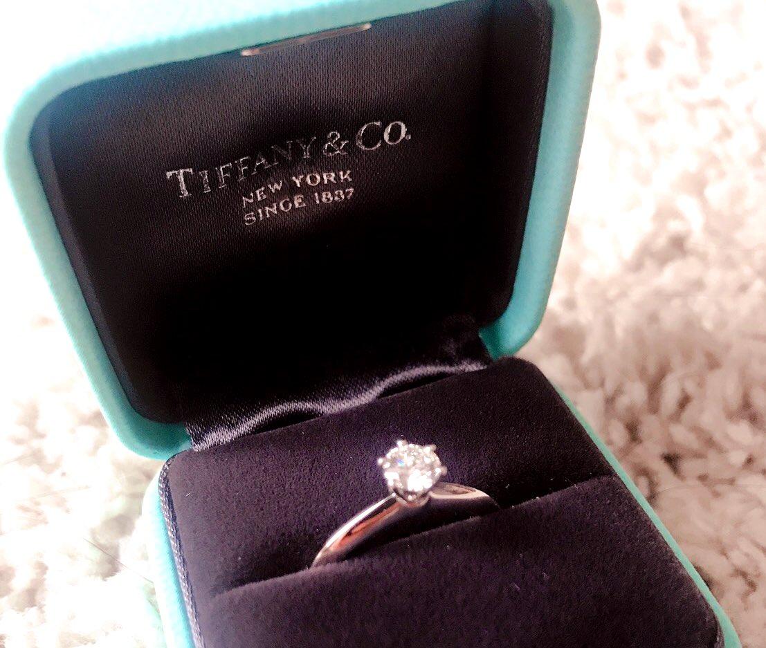 【拡散希望】 妹が婚約指輪を盗まれました。 3月11日 15時ごろ、京王線高幡不動駅の女子トイレで中身だけ持って行かれました。妹は自分を責めて大泣きしており、本当に許せません。お願いです、ネットで見かけた等何か情報がありましたら、ぜひご連絡ください。ご協力お願いします #盗難