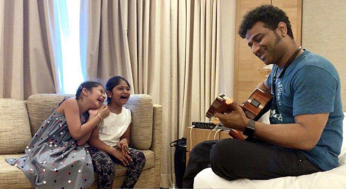 #VinayaVidheyaRama music play chesthunnademo <br>http://pic.twitter.com/yLofUjO7qD