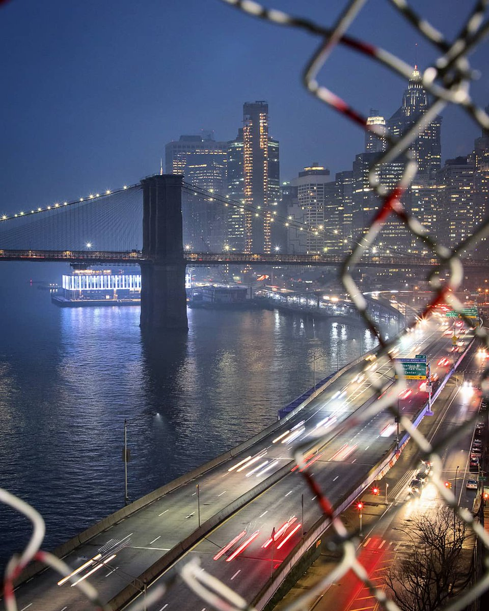 Manhattan Bridge views through the wire #NYC