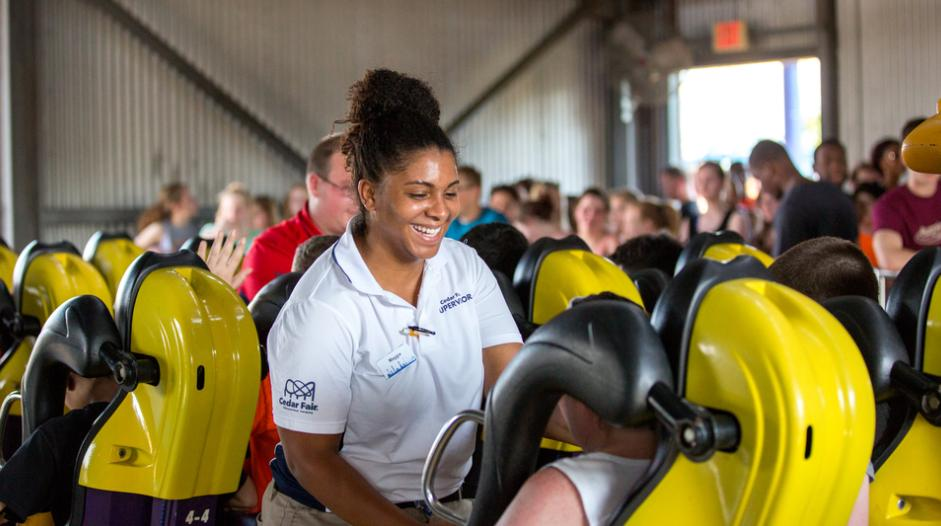 Do you know anyone looking for a job? Well, tell them @KingsDominionVA is hiring! http://bit.ly/2XKl3cW