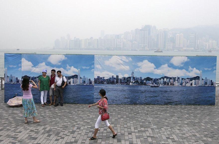 Fake Hong Kong skyline for tourists because pollution is so bad Credit: pseudonymous44 #fake #hongkong #hk #hkig #discoverhongkong #852 #hkgirl #hkiger #hkboy #explorehongkong #hkshop #hkonlineshop #instameethk #hkigshop #china #hongkonger #utravelhk #igershk #ilovehongkongpic.twitter.com/6QOOjr2Iey