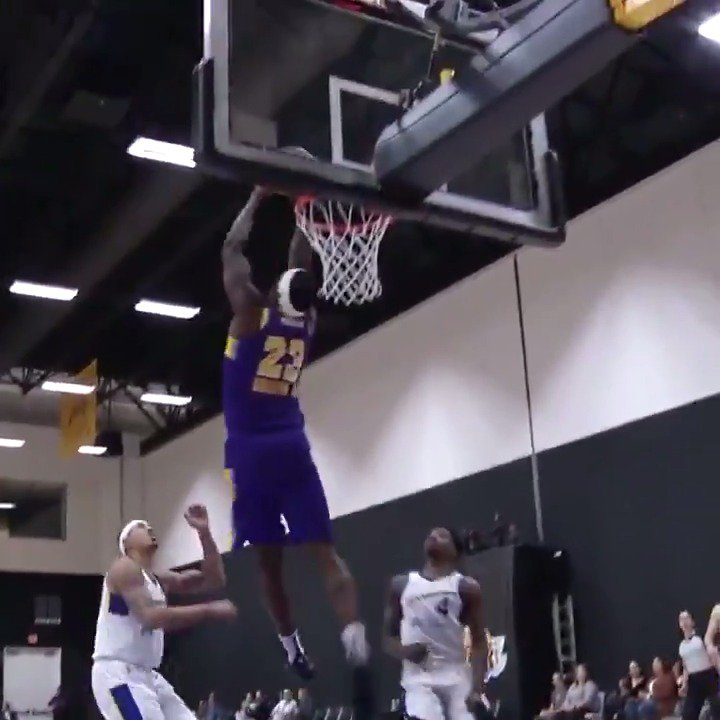 Jemerrio Jones finds @Dgriff1000 for the reverse alley-oop with the @StateFarm #AssistOfTheNight! 👀  @NMStateMBB ↗️ @SouthBayLakers