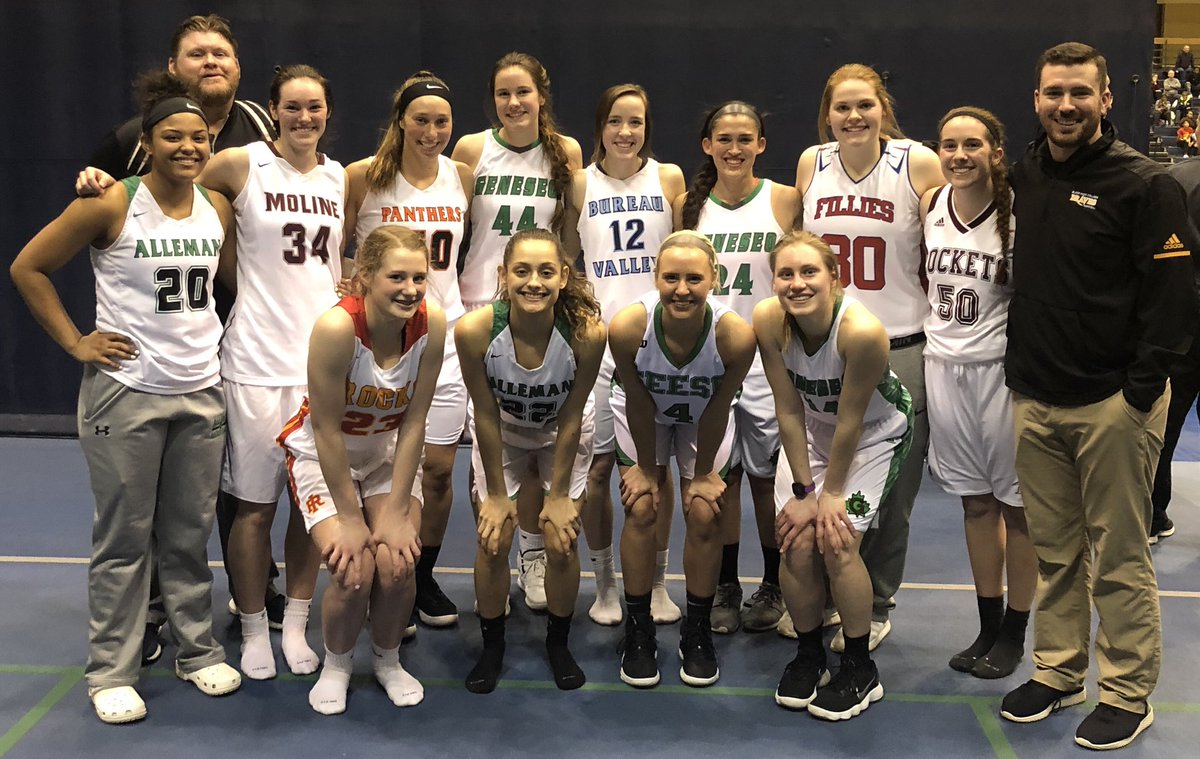 Great time coaching this squad in the QC Illinois - Iowa All-Star game! A lot of great athletes in this group that will compete at the next level. <br>http://pic.twitter.com/45KELI44ov
