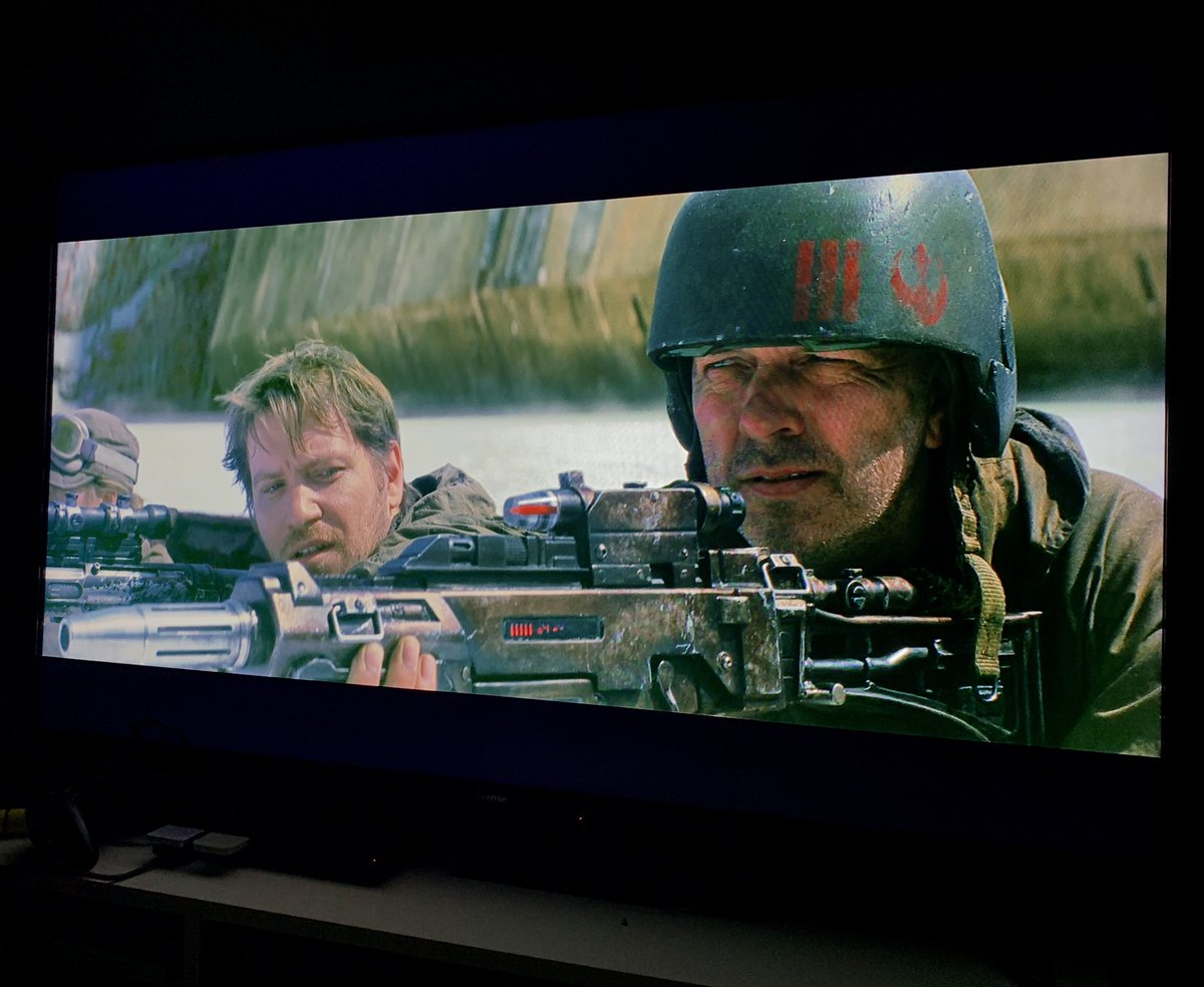 Watching #TheLastJedi and then suddenly a wild Gareth Edwards appears! Straight from Godzilla to a mere soldier, the man has many talents. <br>http://pic.twitter.com/F6KjD3G0sB