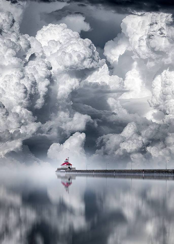Lighthouse on a cloudy day in Duluth (Minnesota, USA)  <br>http://pic.twitter.com/E2wCvh6rIA