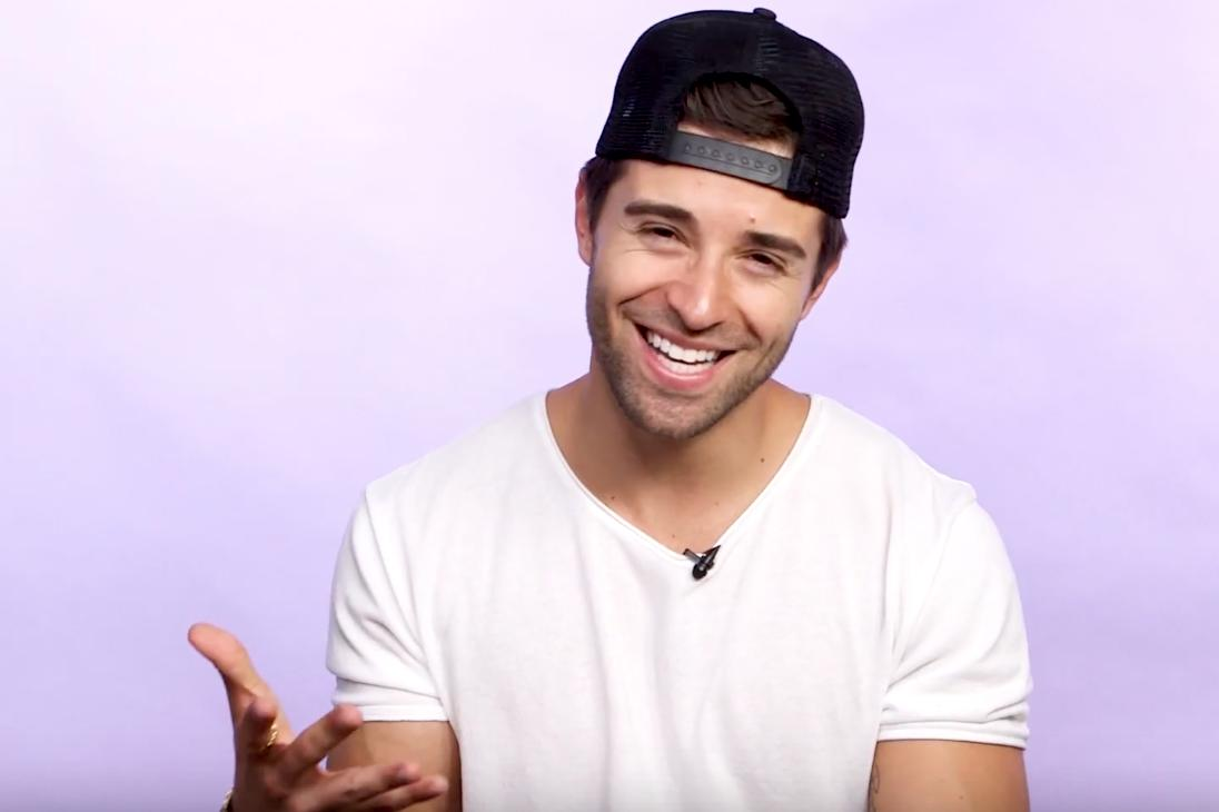 How do you get @jakemiller's attention at a concert?! He spills how to catch his eye. 😉💓 >> https://bit.ly/2Fm5hxO
