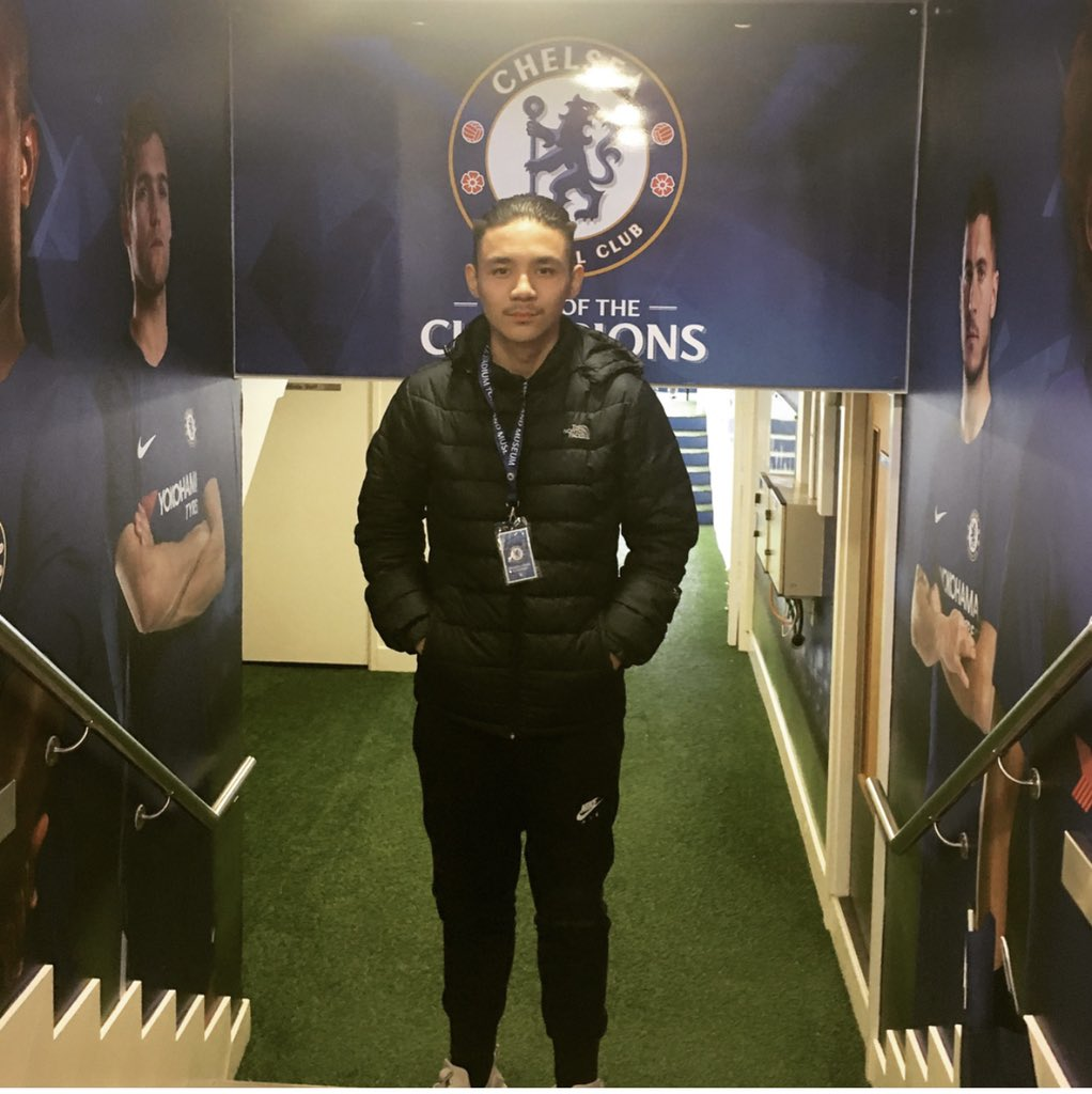 @EASPORTSFIFAANZ I'm a huge Chelsea fan and I'm still gutted to this day that I missed out on David Luiz as I was at the hospital this is me at Stamford bridge it would mean the world if you can allow me to bring back time and get my all time favourite Chelsea player https://t.co/cHXFiVq2VC