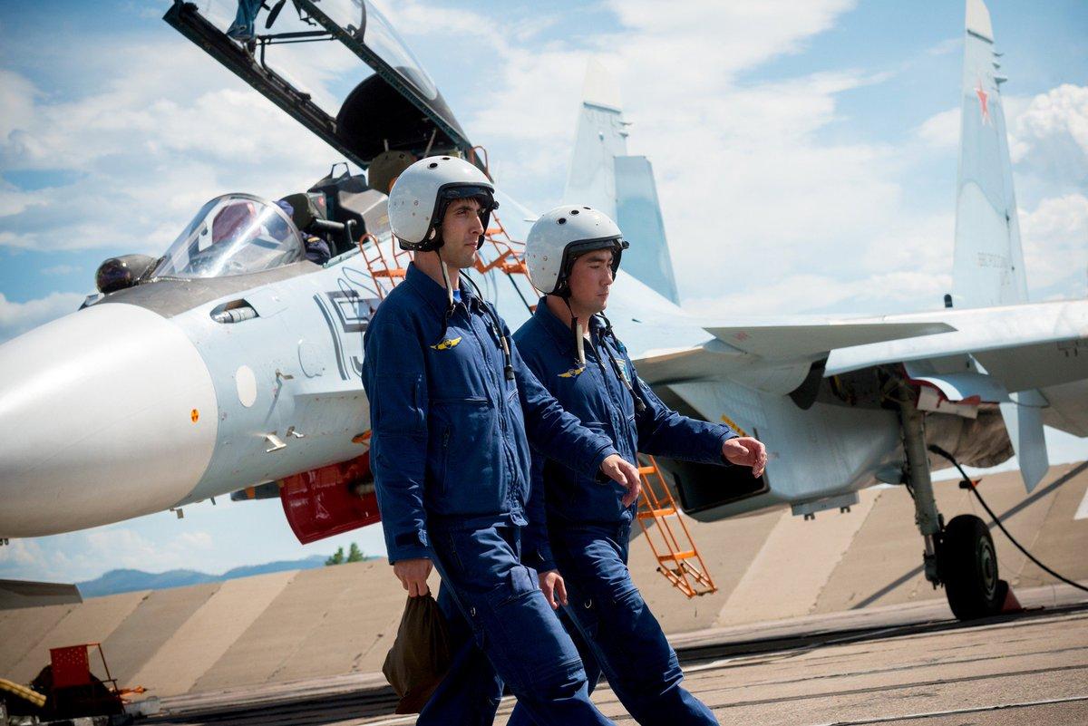 Картинка с летчиками