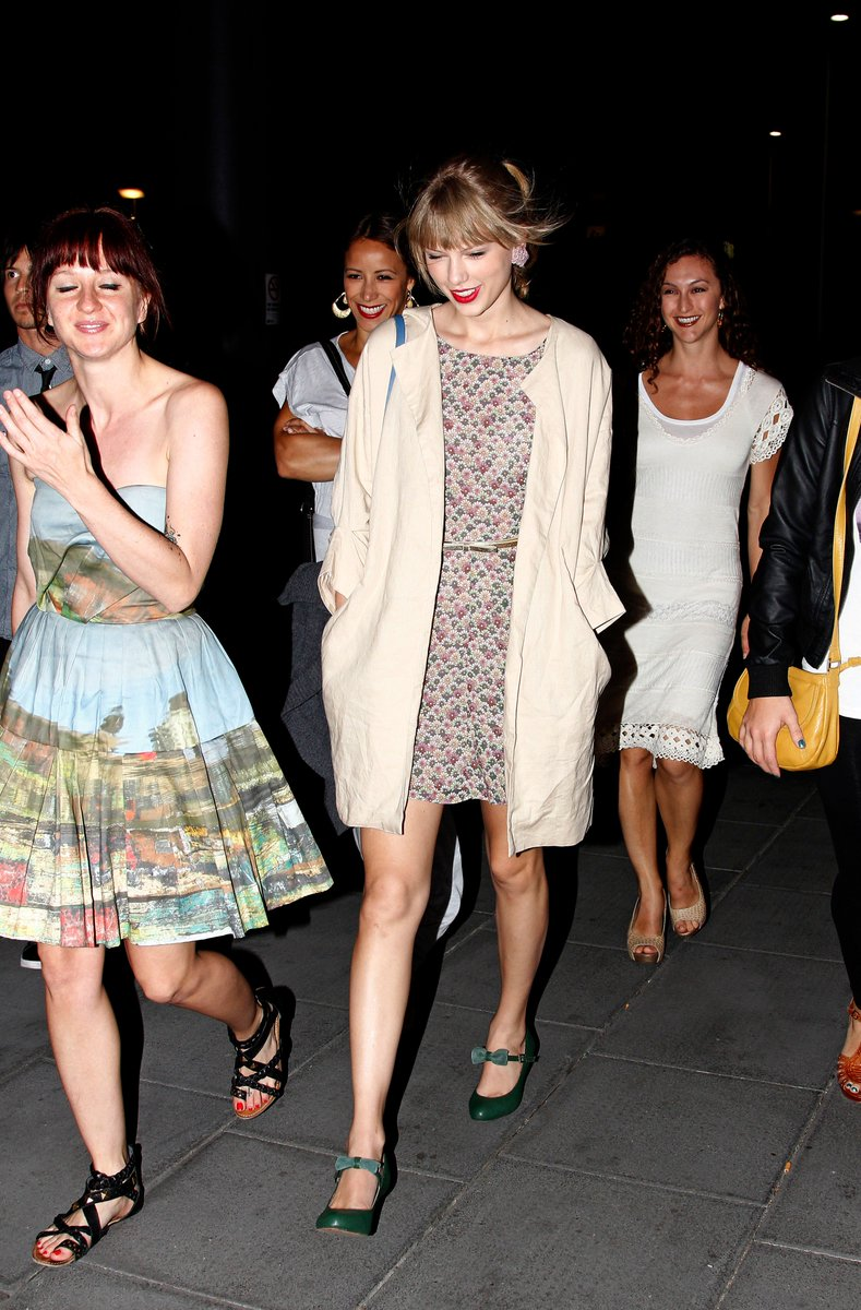 March 11, 2012 after eating at The World&#39;s End Restaurant in Melbourne, Australia. Are those mermaid scales I see? (I&#39;m kidding). #TaylorSwift #WorldsEnd #SpeakNow #ThrowbackTaylor #TaylorSwiftThrowback #TS7<br>http://pic.twitter.com/237eOfVV6e