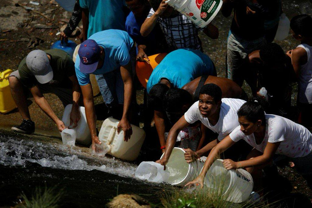 Venezuela zbirno -nestašica struje već par dana ,(i vode) , sada piju otpadne vode D1ba1v7XgAAR24C