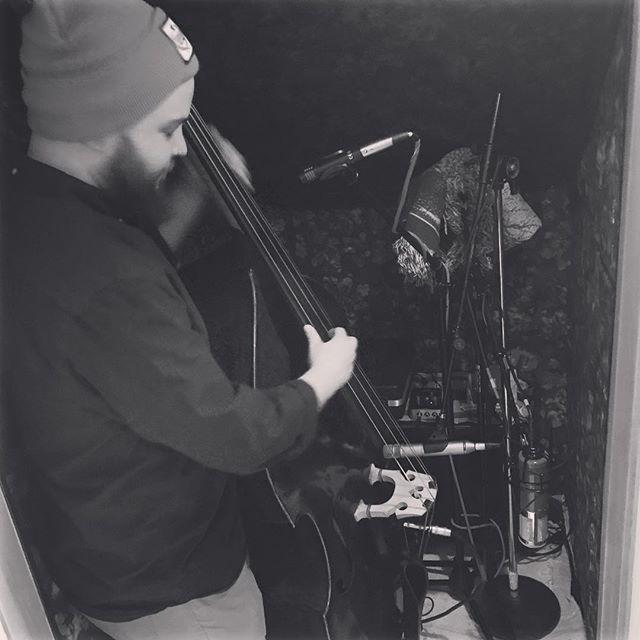 Johnsy Layin' down some bass for  our upcoming single! @shoestootight • • • #bluegrass #uprightbass #bass #bluegrassmusic #blues #recordingstudio #recording #thetimberrattlers #missoula #montana #newmusicsoon  https:// ift.tt/2CeMz9e  &nbsp;  <br>http://pic.twitter.com/XERXeQqSYI