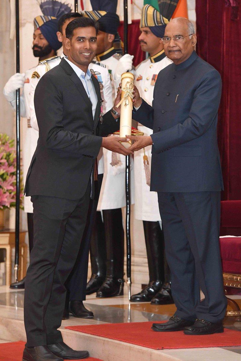 Sharath Kamal achanta receiving Padma Shri