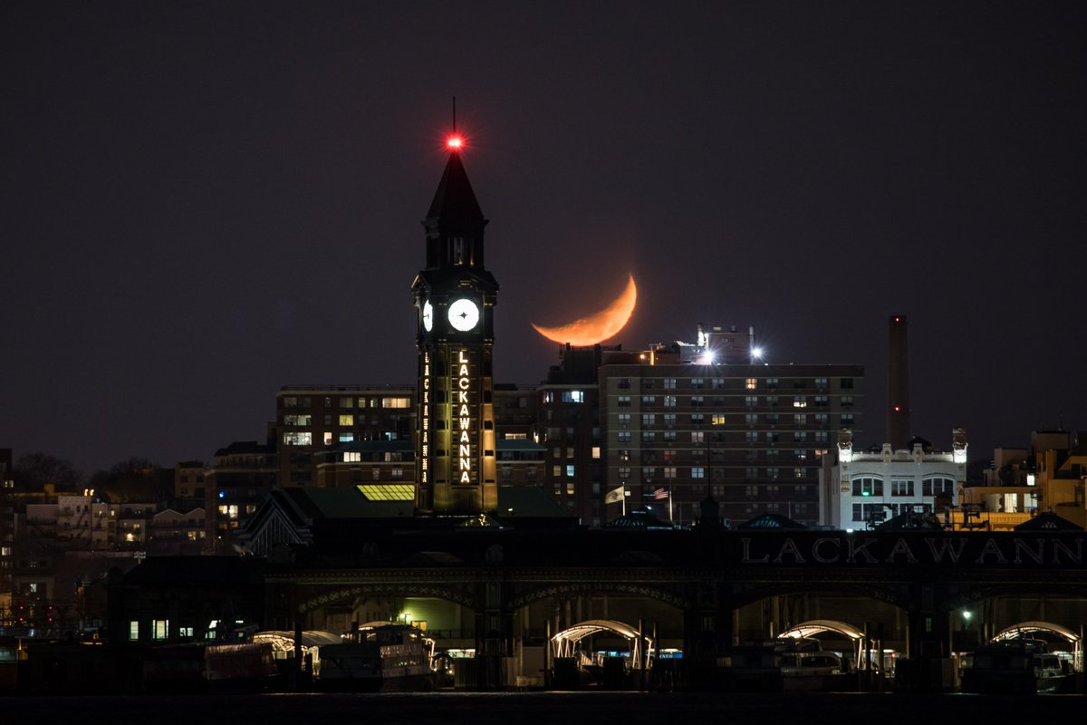 Monday night's crescent moon setting over Hoboken New Jersey #NYC