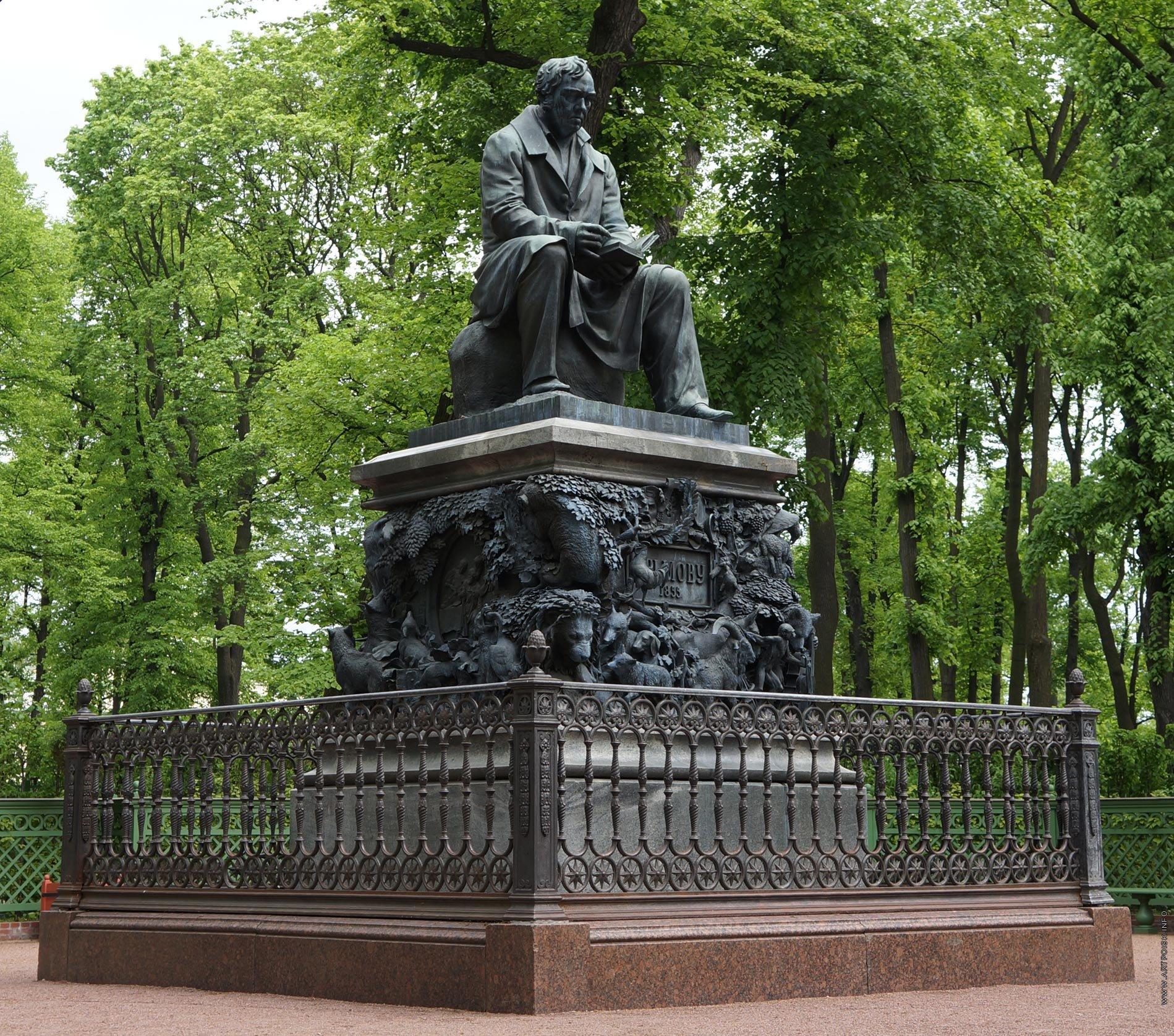 памятник крылову в летнем саду фото четыре года
