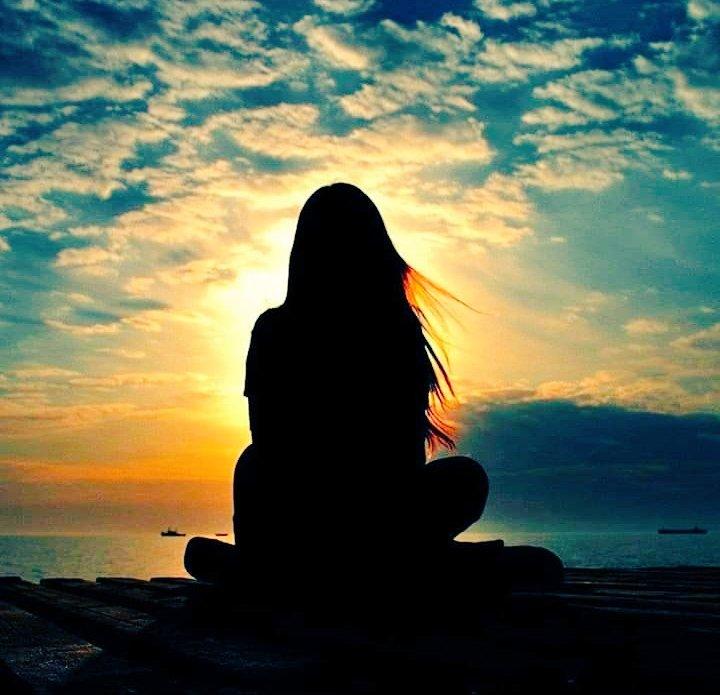 𝓢𝓲𝓵𝓿𝔂 👑 on Twitter: ...È difficile comprendersi pur volendo Io che a stento riesco a stare ferma Immobile contro il vento sento freddo...Io...sento freddo...  ...Ti ho aspettato per giorni, mesi e anni... #conlaggettivoDIFFICILE #conunafoto #conunacanzone  #12Marzo  #buongiorno  #AlessandraAmoroso…