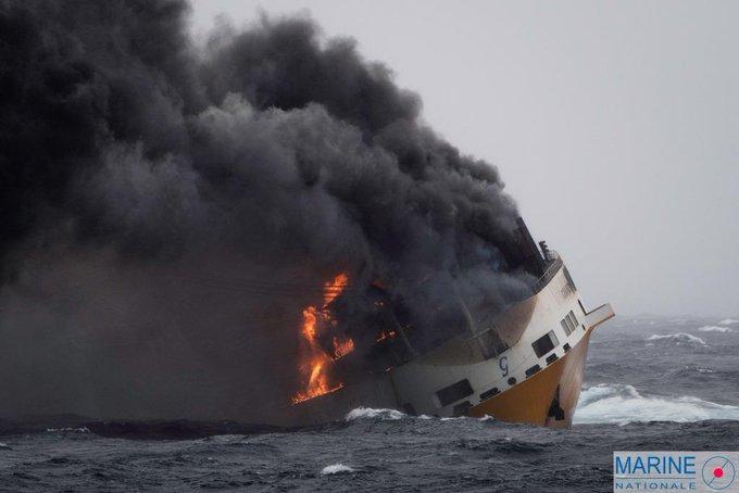 Vendée -Naufrage d'un navire italien au large de l'île d'Yeu D1d8rGSW0AE9Ey2?format=jpg&name=small