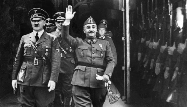 Los #Franco se amparan en la Constitución para pedir ante el Supremo la paralización de la #exhumación del dictador http://ow.ly/TaJI30o0Ttq