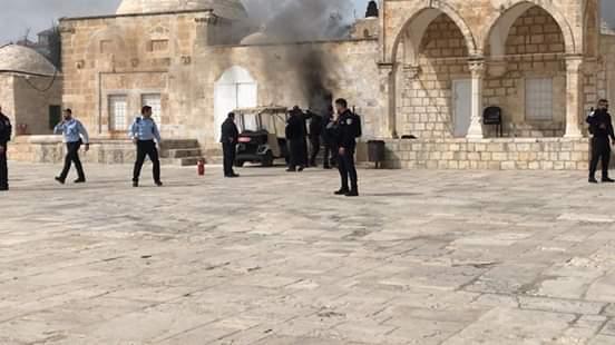 Israeli police assault worshippers, close Al-Aqsa compound