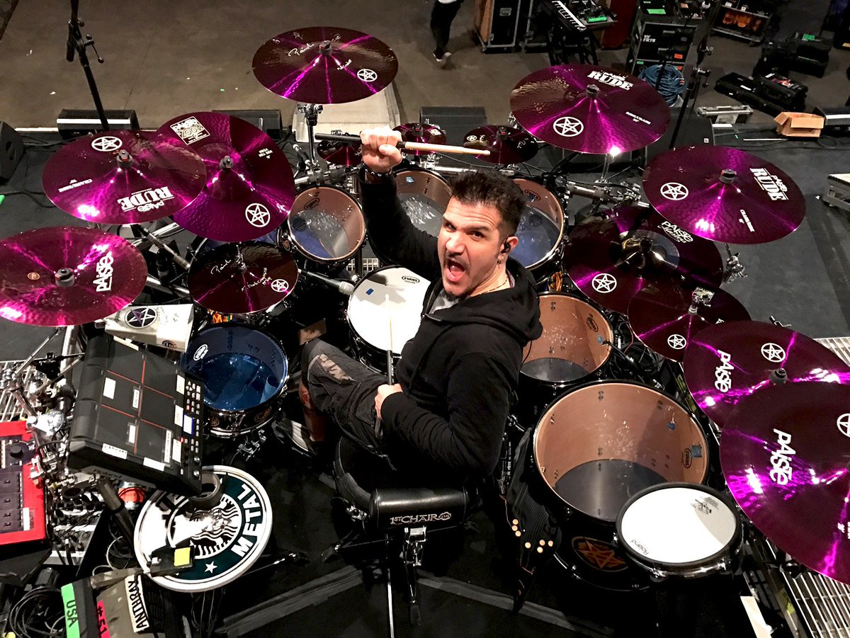 This is the current setup of Paiste Artist CHARLIE BENANTE (Anthrax)! Oh yeah! @skisum @Anthrax #anthrax #charliebenante #paistecymbals #paiste #paisteartist #paistefamily
