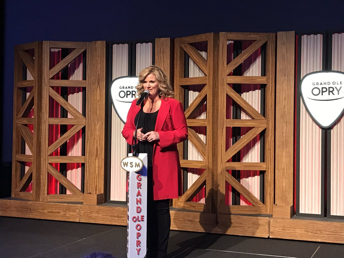 Before she hits the stage tonight, we've got @trishayearwood backstage talking Porter Wagoner, Patsy Cline, and her 20 years as an #OpryMember!   Watch:  http:// bit.ly/2UtUKWA  &nbsp;  <br>http://pic.twitter.com/0ODdMzMq5y