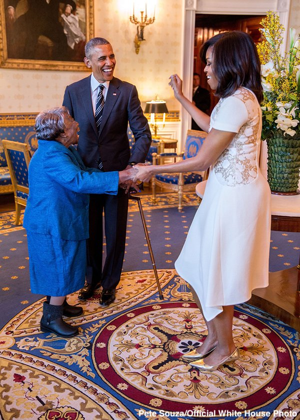 Virginia McLaurin meets the Obamas.