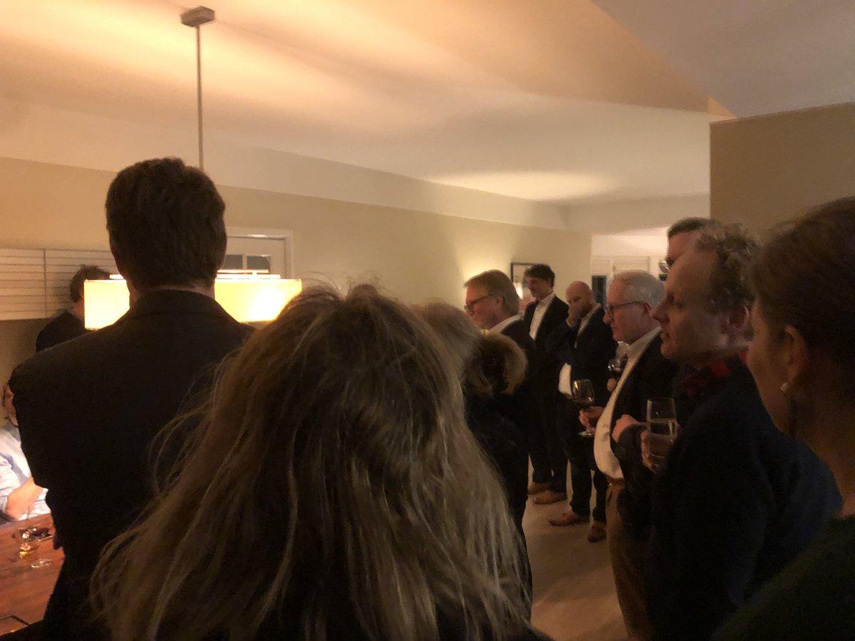 Vanavond met allemaal liberalen waaronder PS-kandidaten Joost van Gilse en @miriamvm en TK-lid @RoaldLinde bij mij thuis van gedachten gewisseld over de energietransitie, isolatie, woningbouw en de rol van de provincie en het Rijk. Mooie avond!