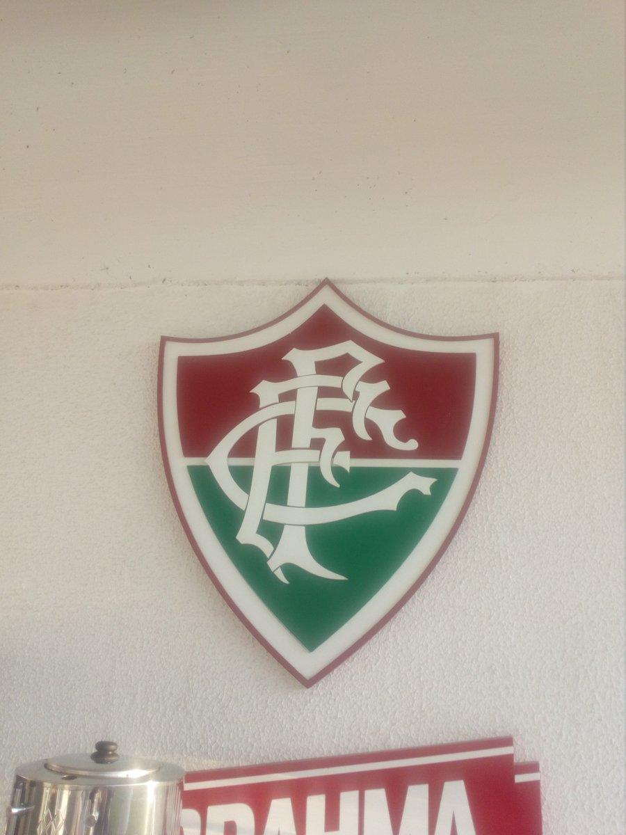 471957c7da95 Estamos junto a  LDU Oficial en Brasil. Hoy la U entrenó en el complejo de  Fluminense