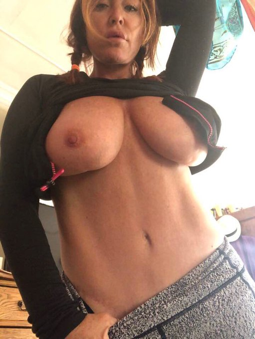 ABS of STEELE #sexymilf #abs https://t.co/XnRf0dgDfe