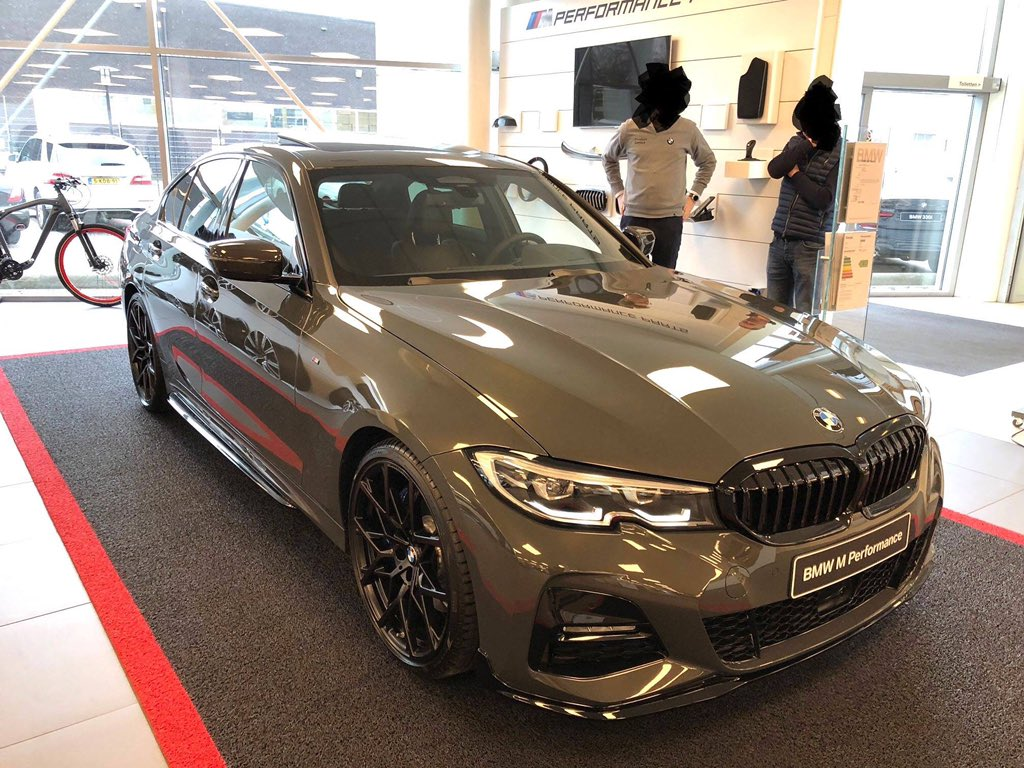 How good does this new BMW 330i M Sport with M Performance Parts look in Dravit-Grey 😍😍😍