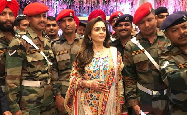 Mukesh and Nita Ambani celebrate Akash-Shloka wedding with armed forces   Read here: https://t.co/4hBp7BEQg7 https://t.co/DAbhT39Yv8