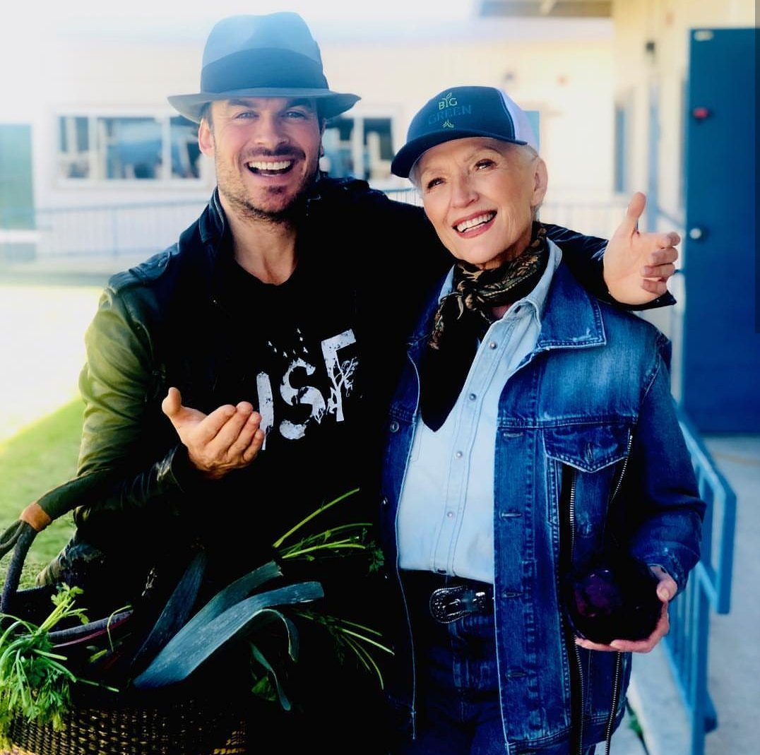 RT @behindblueeye10: He looks so happy to be there 💚🌱   #PlantASeedDay @iansomerhalder https://t.co/aYa1MLqUCY
