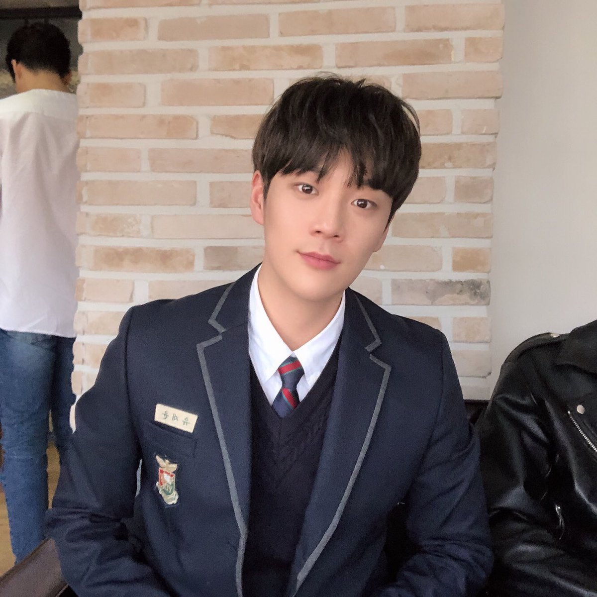 [TRANS] 190313 Update  It's been a long time since I wore a uniform I feel like I'm a highschool student..🧚🏻♂️ . #themanblk #GoWoojin #Uniform #FashionKing   trans: StardiumBoys https://twitter.com/TMB_TheManBLK/status/1105746674201169922…