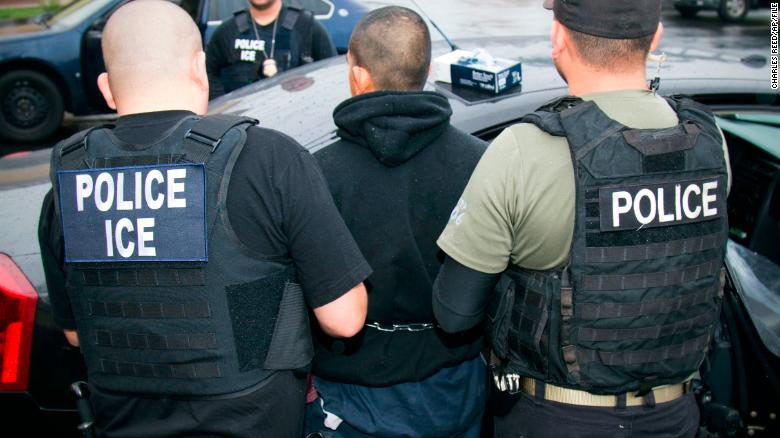 ICE supervisors sometimes skip required review of detention warrants, emails show https://t.co/kO5v7hrlvc https://t.co/KtbzOvrY8a