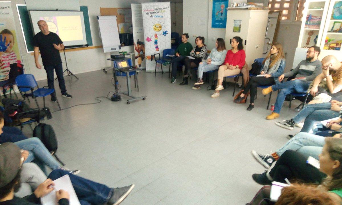 """Hoy nuevo curso de formación con @FundlaCaixa y @FadJuventud para la prevención de adiciones """"Pasa La Vida"""" #CaixaProinfancia impartido en @la_coordinadora"""
