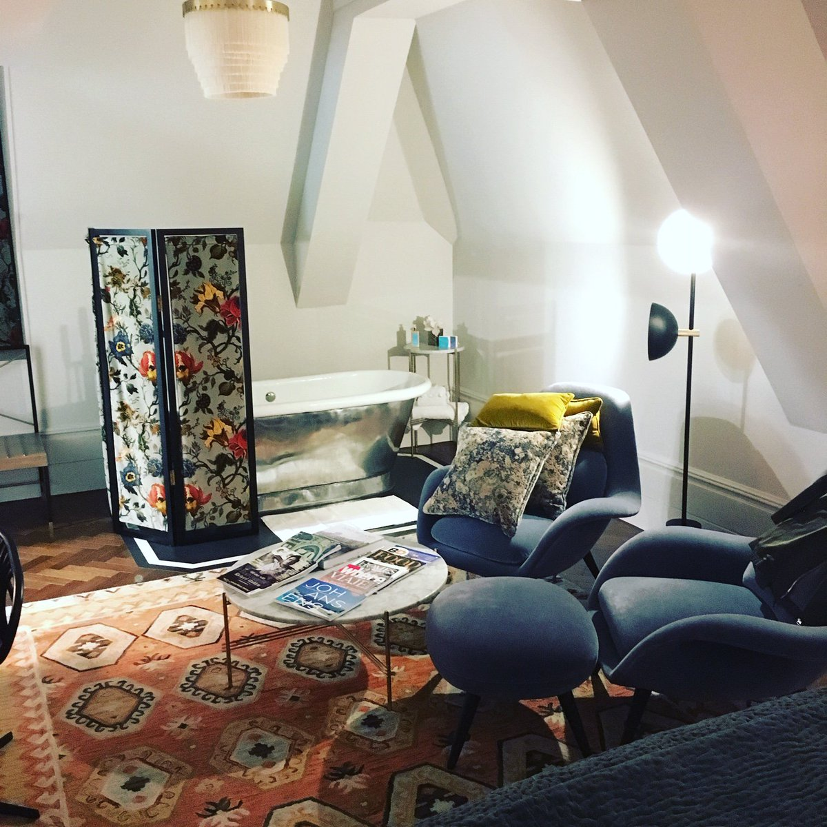 Wow! The Studio Suites @HotelBloomsbury are such a delight. Love the stylish decor and the freestanding bath is the perfect way to relax after a long day. #londonhotels #LuxuryTravel