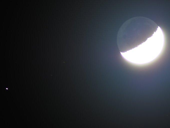 久しぶりに撮る月。
