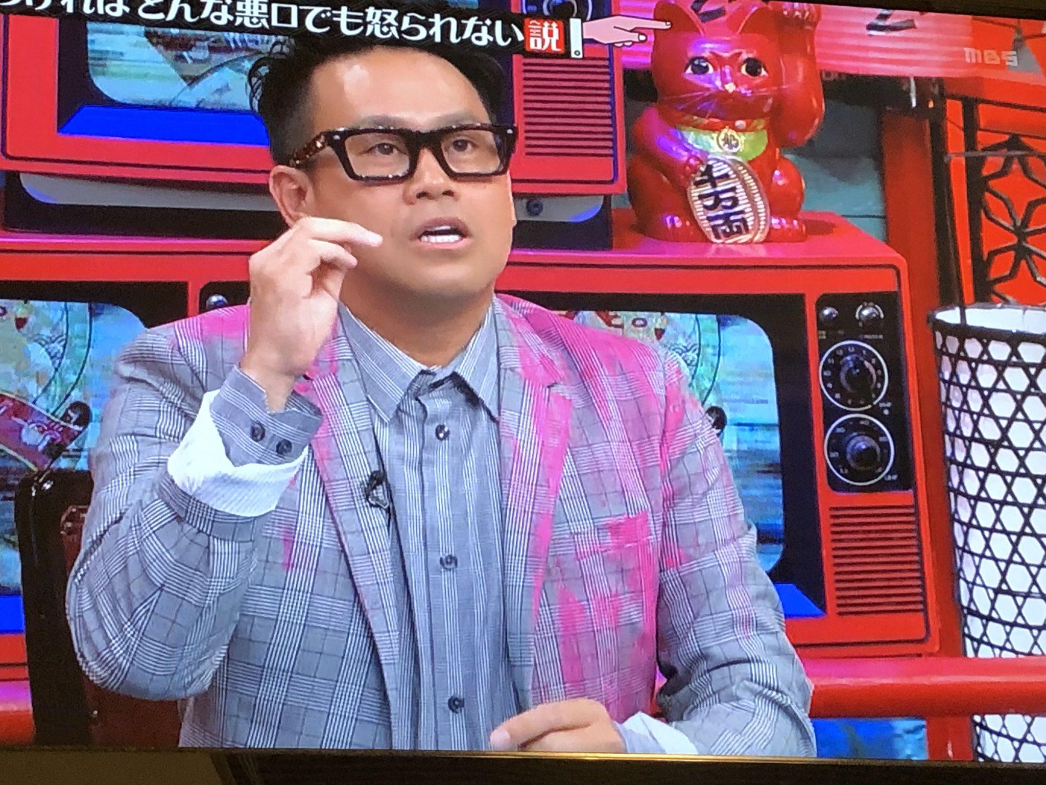 画像,宮川大輔さんの衣装、カラーボール当てれたみたいになってるけどなんなんこれ。オシャレなん?#水曜日のダウンタウン https://t.co/GYlgACsmZk…