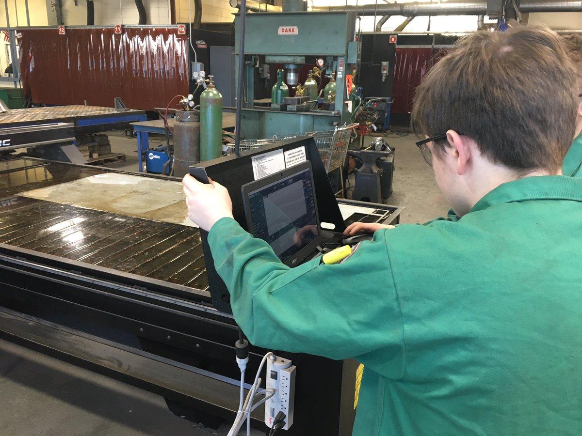 Junior Welding students designing work in CAD system for Plasma Cutter @BCITMedfordCTE @BCITTWEETS #welding