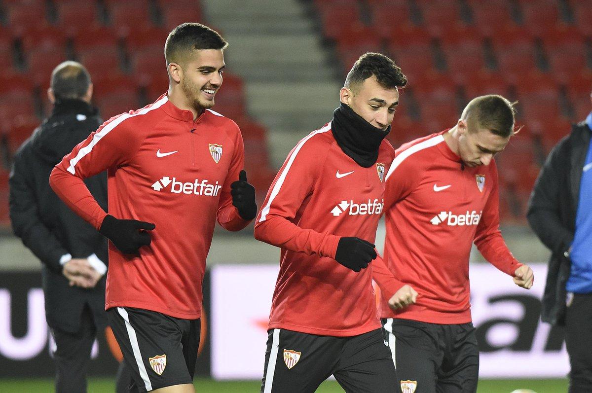 André Silva y Munir entrenan en el campo del Slavia.